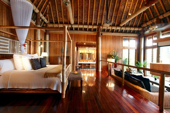 Namale Resort & Spa: Luxurious interior of a typical villa bedroom