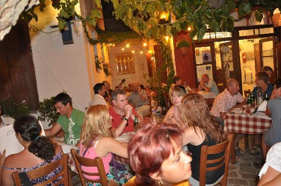 Taverna Alexandros: Those two singers...