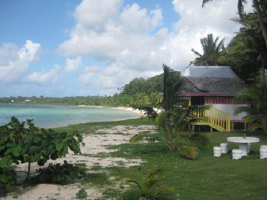 Janes Beach Fales: Fale on the beach