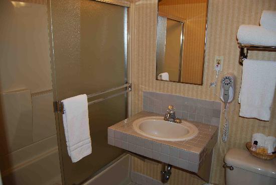 Inn on Broadway: Bathroom