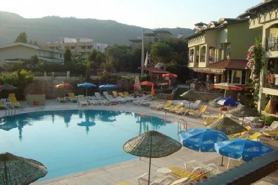 Palm Garden Apartments: Pool/ Baar area