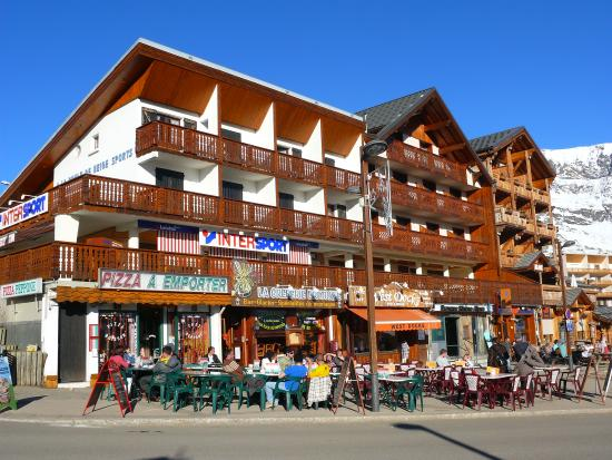France Location Residence l'Ecrin d'Huez Couleurs Soleil: In the village after skiing