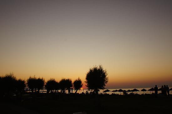 Aquila Rithymna Beach Hotel: Sunset