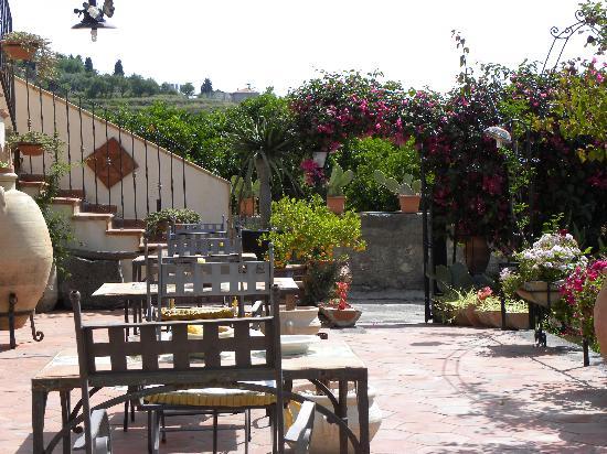 La Capanna Di Giuseppe: Il patio