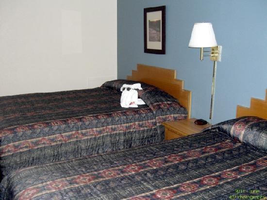 Clayton, NM: Beds in the double-queen room. With towel elephant!