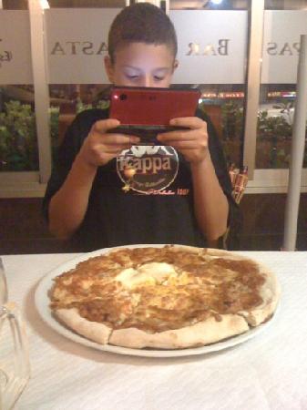 Meson de los Reyes: pizza!