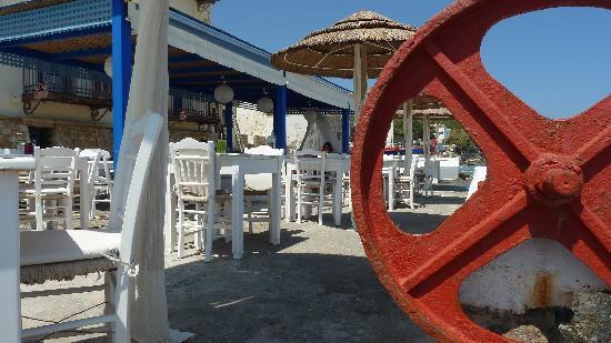 Delfini Hotel: Pastopeeon Restaurant yard