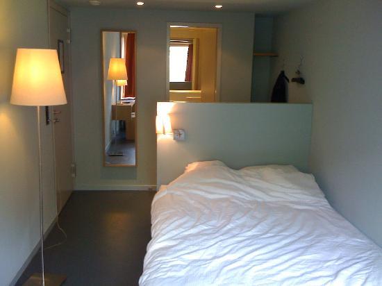 Hotel Marta: Room Photo / Bed