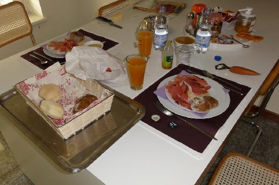 B&B Al Ponte: Simple, but high quality breakfast
