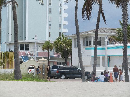 Marine Villas : Looking at the inn from Broadwalk