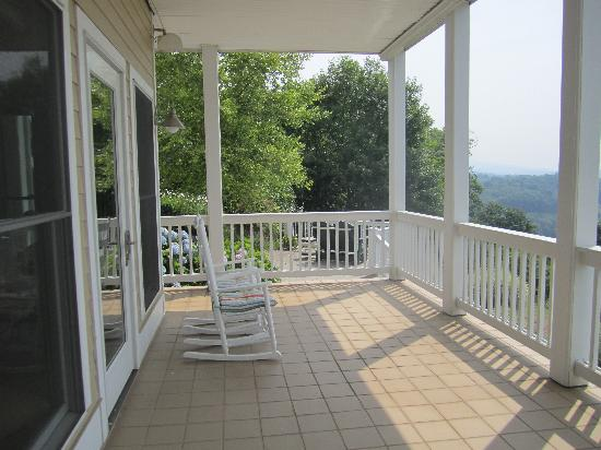 Inn at Riverbend: Lower balcony
