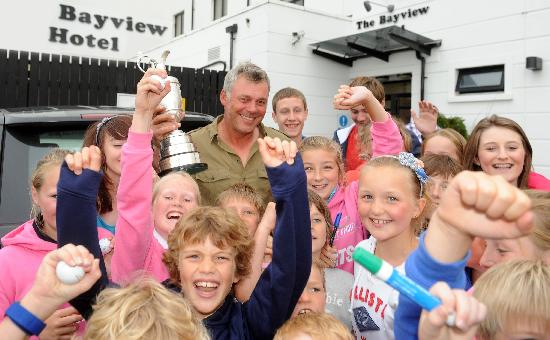 Portballintrae, UK: Darren Clarke, Open Champion shares his victory with young fans at Bayview Hotel