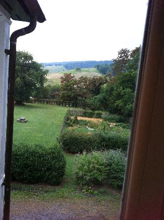 The Ashby Inn & Restaurant: The view of the garden from our room