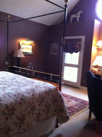 The Ashby Inn: A perfectly sized room for relaxxing
