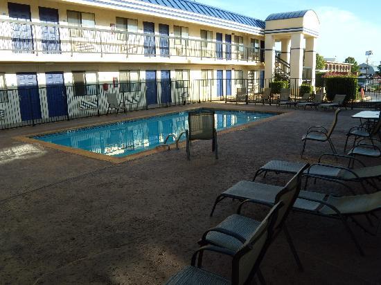 Days Inn Oklahoma City West: Pool