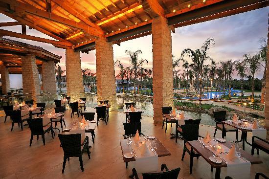 Olympic Lagoon Resort: Royal Olympic Restaurant