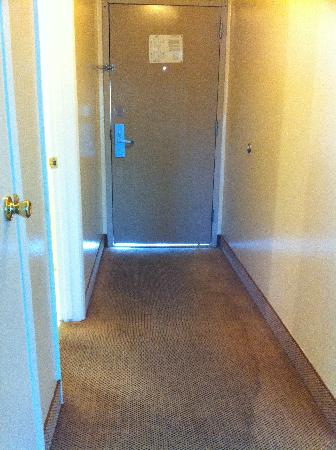 Marin Suites Hotel: Water damage