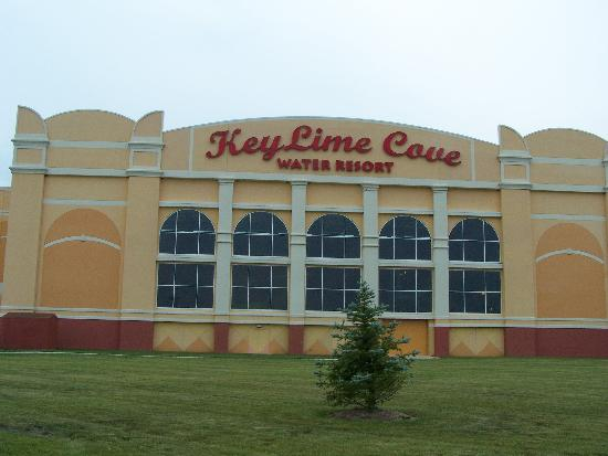 KeyLime Cove Indoor Waterpark Resort: VIEW FROM THE OUTSIDE