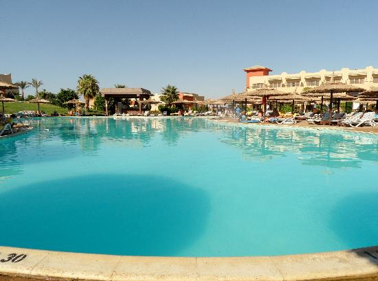Coral Sea Holiday Village: quiet pool