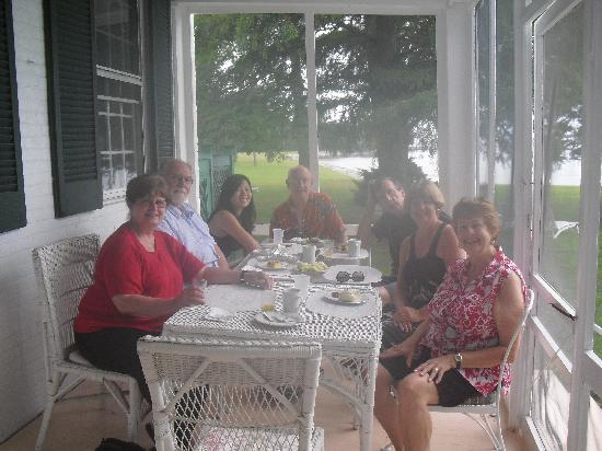Wades Point Inn on the Bay: Breakfast on the porch