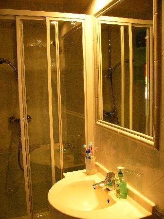 Hotel Azzurra: bagno