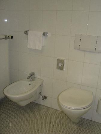 Hotel Unger beim Hauptbahnhof: The bathroom