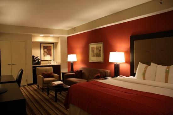 Holiday Inn Blytheville: king jr suite