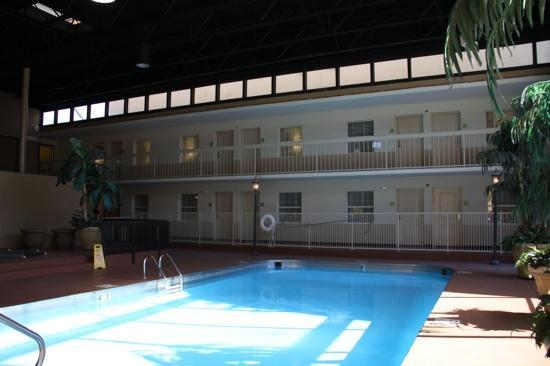 Holiday Inn Blytheville: indoor swimming pool