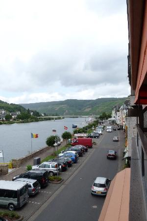 Weinhaus Mayer: The Mosel River from our balcony