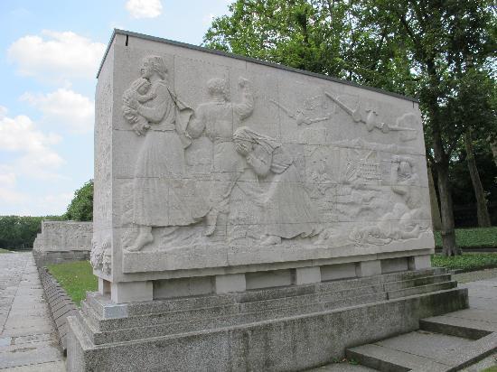 The Berlin Expert: Russian war memorial