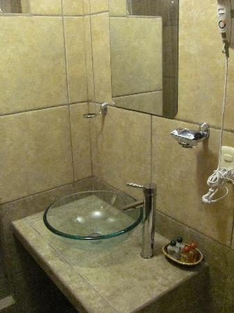 Inka Town Hotel: banheiro espaçoso