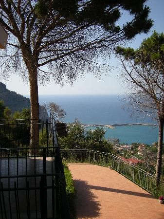 Alba Tra I Pini B&B : view on the sea