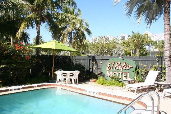 pool area nice and clean picture of el patio motel key. Black Bedroom Furniture Sets. Home Design Ideas