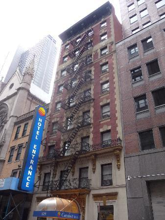 Broadway at Times Square Hotel: Façade de l'hôtel