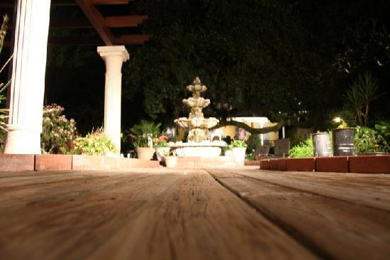 Tybee Island Inn: The fountain