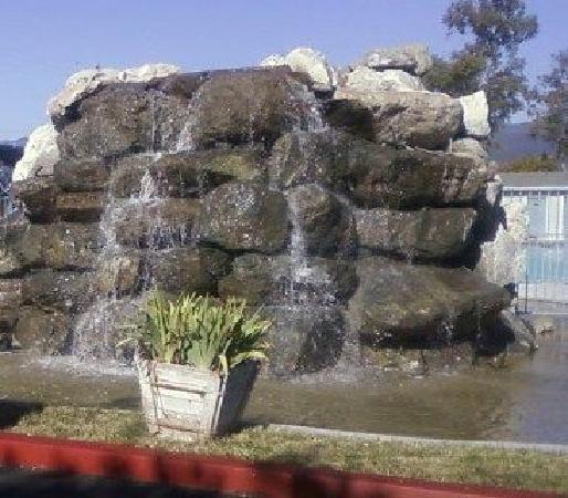 Discovery Inn Ukiah, CA: waterfall