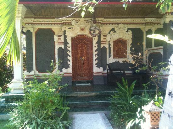 Sukun Bali Cottages : view of front of cottage