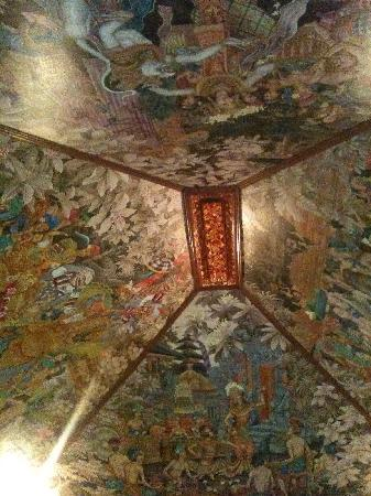 Sukun Bali Cottages: Fantastic painted roof