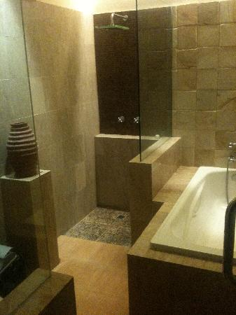 Sukun Bali Cottages : Good quality bathroom