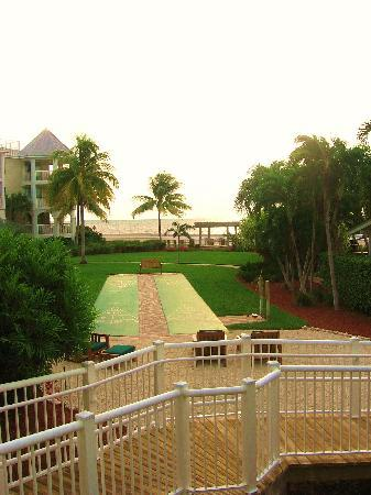 Hyatt Windward Pointe: Walkway to pool & grounds of property