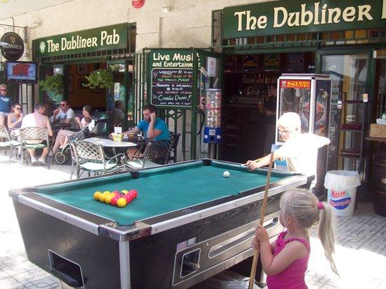 Legends Bar La Pineda: Outside Pool Table