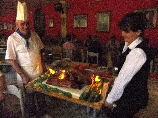 Hotel Impero: Cuoco con cosciotto.