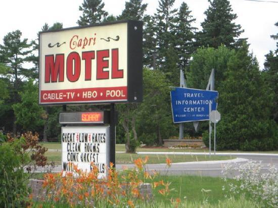 Capri Motel: Sign