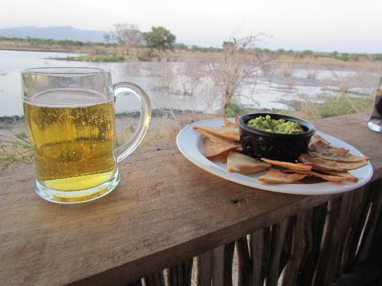 Manyara Ranch Conservancy: Sun-downers in the hide