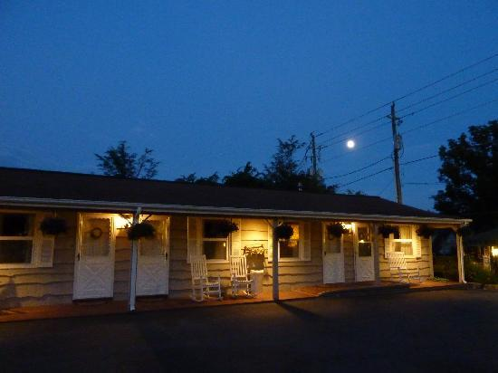 Alpine Village Inn: Alpine after midnight!