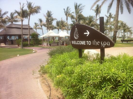 JA Jebel Ali Beach Hotel : Towards Captains Bar