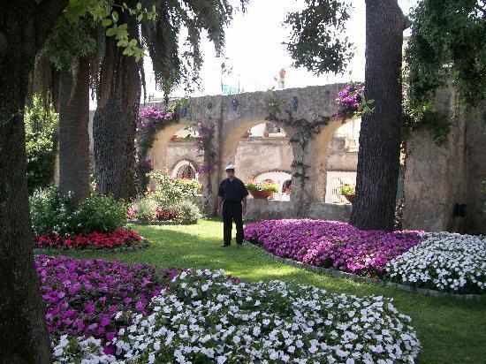 Simply Amalfi  Tours: Beautiful Garden in Ravello