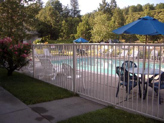 Motel 6 Weed - Mount Shasta: pool