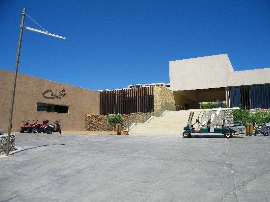 Sentido Carda Beach Atlantica: Hotel with the golf cart