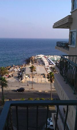 Riviera Hotel Beirut: View to the hotel beach